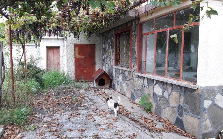 ДВУЕТАЖНА ВИЛА разположена в ж.р. Кенана, град Хасково.