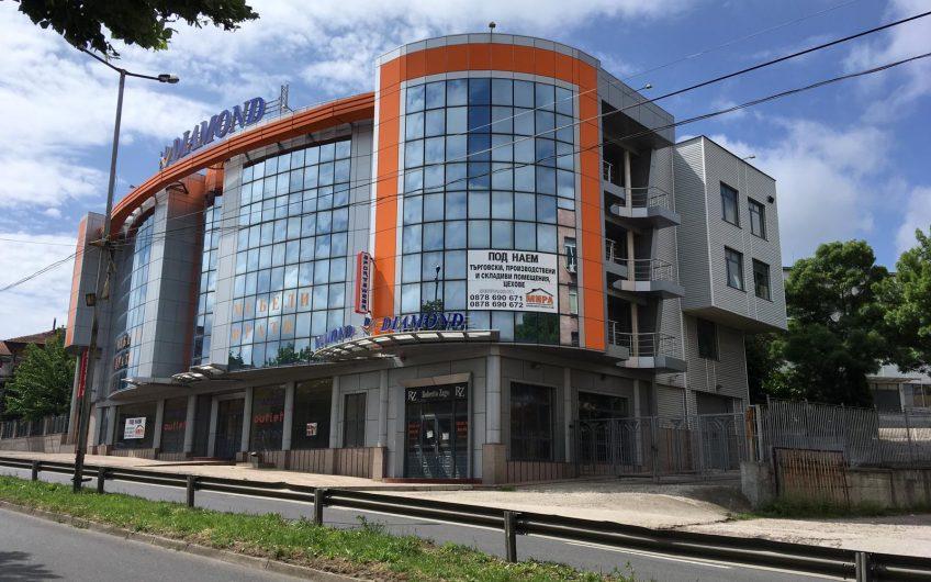 ТЪРГОВСКИ ОБЕКТ/ МАГАЗИН, на главен булевард в източната част на град Хасково